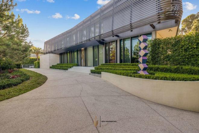 SenProperties-Beverly-Drive-Entrance