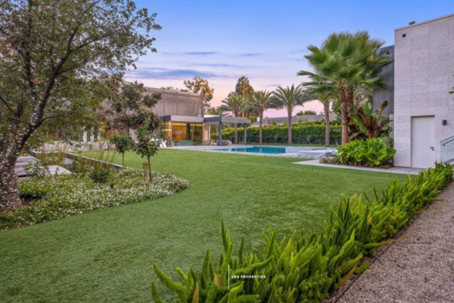 SenProperties-Luxury-Home-Garden